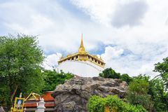 Den guld- monteringen på Wat Saket, en den mest loppgränsmärket av B arkivbild