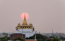 Den guld- monteringen på Wat Saket, loppgränsmärke av Bangkok THAILA Arkivbild