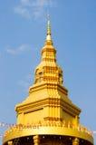 Den guld- pagoden i templet Thailand Royaltyfri Fotografi