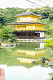 Den guld- paviljongen i Kyoto, Japan Royaltyfria Foton