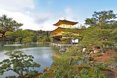 Den guld- paviljongen Kyoto royaltyfria foton