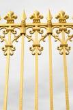 Den guld- porten av slotten av Versailles, eller Chateau de Versailles eller enkelt Versailles, i Frankrike Arkivfoto