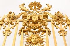 Den guld- porten av slotten av Versailles, eller Chateau de Versailles eller enkelt Versailles, i Frankrike Fotografering för Bildbyråer