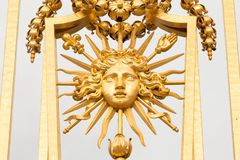 Den guld- porten av slotten av Versailles, eller Chateau de Versailles eller enkelt Versailles, i Frankrike Royaltyfria Foton