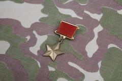 Den guld- stjärnamedaljen är en special gradbeteckning som identifierar mottagare av titelhjälten i Sovjetunionenet på sovjetisk  arkivbild