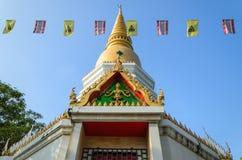 Den guld- Stupaen Royaltyfria Bilder