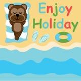 Den gulliga apan ligger ner på strandtecknade filmen, sommarvykortet, tapeten och hälsningkortet royaltyfri illustrationer