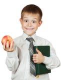 Den gulliga deltagaren är det holdingboken och äpplet. isolerat Royaltyfri Fotografi