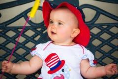Den gulliga fjärdedelen av Juli behandla som ett barn Fotografering för Bildbyråer