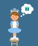 Den gulliga flickan i snöflingor för en dräkt läser vers som drömmer om gåvan Royaltyfri Foto