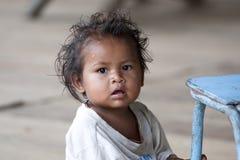 Den gulliga indiern behandla som ett barn pojken från Colombia Arkivbilder