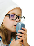 Den gulliga liten flicka leker doktorn royaltyfri fotografi
