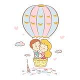 Den gulliga pojken och flickan flyger i en ballong över Paris Bröllopsresatur till Frankrike red steg kärlekshistoria för trädgår Royaltyfria Foton