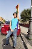 Den gulliga pojken poserar för kameran i Lazio stolthetdag i Rome Royaltyfria Bilder