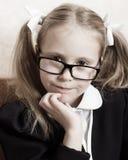 Flicka med exponeringsglas. Arkivfoton