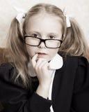 Flicka med exponeringsglas. Arkivbild