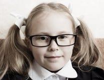 Flicka med exponeringsglas. Royaltyfri Bild