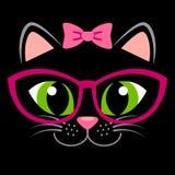 Den gulliga svarta kattungen med rosa färger bugar och exponeringsglas Flickaktigt tryck med pott för t-skjorta Royaltyfria Bilder