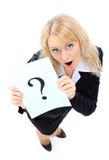 Den härliga affärskvinnan frågar av hjälpen. Royaltyfri Bild