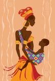 Den härliga afrikanska modern och hon behandla som ett barn i en rem