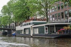 Den härliga Amsterdam i juni Arkivfoto