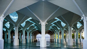 Den härliga arkitekturen av KLCC-moskén, Kuala L Fotografering för Bildbyråer