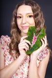 den härliga blomman hand henne kvinnan Fotografering för Bildbyråer