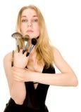 den härliga blondinen brushes holdingen Royaltyfria Foton