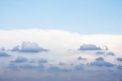 den härliga bluen clouds skyen Fotografering för Bildbyråer