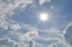 den härliga bluen clouds skyen ram i ljusa dagar Royaltyfria Bilder