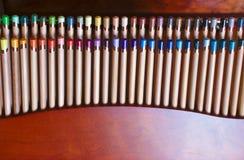 Den härliga blyertspennaasken med många färgar Royaltyfria Foton