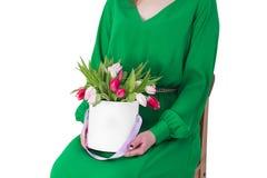 den härliga buketten blommar kvinnabarn Royaltyfri Bild