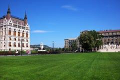 Den härliga byggnaden av den ungerska parlamentet av Budapest Royaltyfri Fotografi