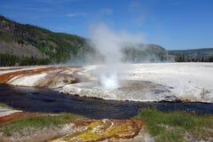 Den härliga calderaen på den yellowstone nationalparken Royaltyfria Bilder