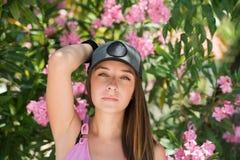 Den härliga damen i en headshot, slätar hud och härliga särdrag Fotografering för Bildbyråer