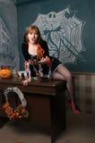 Den härliga damen spela vamp Arkivbild