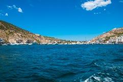Den härliga fjärden av balaclavaen, sikten från havet royaltyfri bild