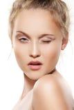 den härliga flickan gör model ren hud teen övre blinkning Arkivfoton