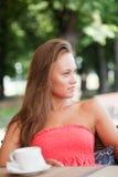 Den härliga flickan har en rest Fotografering för Bildbyråer