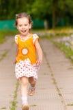 den härliga flickan little kör Arkivbilder