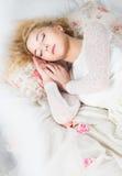 Sova härlig flicka Royaltyfri Fotografi