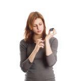 Den härliga flickan utvärderar doft Fotografering för Bildbyråer