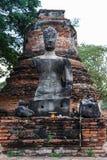 Den härliga forntida templet, bruten Buddha för A, Stupa på Wat Phra Sri Sanphet i Ayutthaya, Thailand Royaltyfri Foto