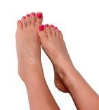 Den härliga foten med den perfekta brunnsorten spikar pedikyr på vit bakgrund Arkivfoto