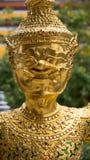 Den härliga framsidan av den guld- jätte- leendestatyn i Thailand Arkivfoto