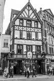 Den härliga George Pub i London - LONDON - STORBRITANNIEN - SEPTEMBER 19, 2016 Arkivbild