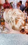 den härliga gulliga frisyren låser model ståendeprofilbröllop Arkivbilder