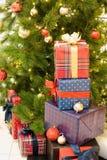 den härliga julen dekorerade treen royaltyfria bilder