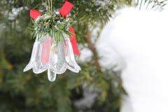 Julen sätta en klocka på Royaltyfri Foto