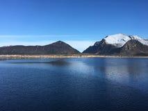 Den härliga kustlinjen i ReipÃ¥, nordliga Norge Royaltyfri Bild